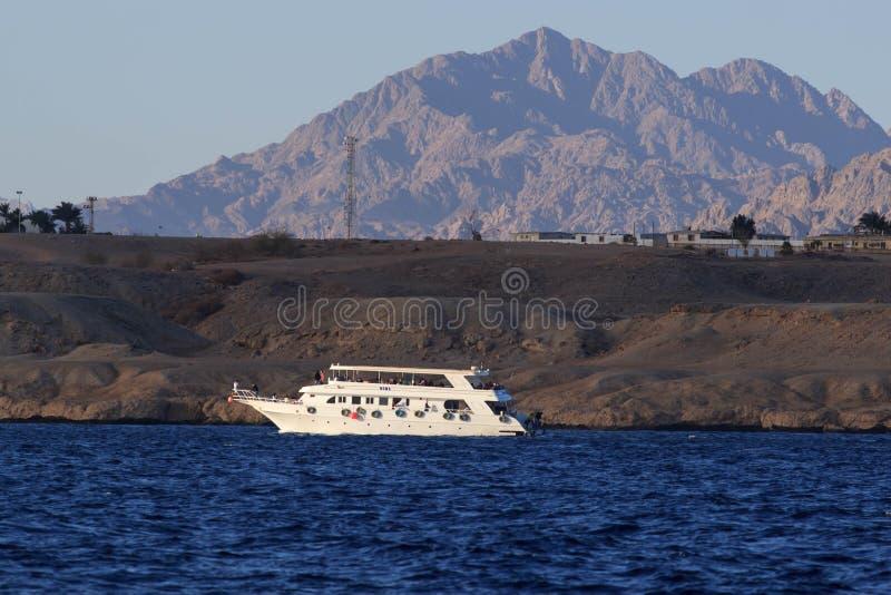 Egypte, Sinai, zet Mozes op Weg waarop de pelgrims de berg van Mozes beklimmen stock foto's