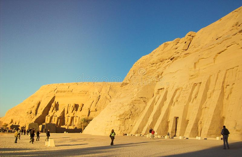 Egypten forntida tempel på Nilen, Abu Simbel, Ramses ll fotografering för bildbyråer