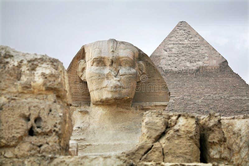 Egypten Giza, pyramider royaltyfri foto