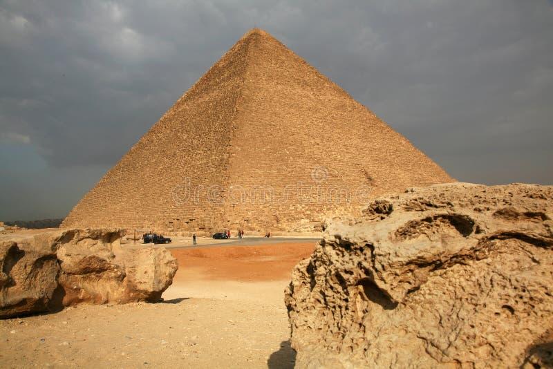 Egypten Giza, pyramider royaltyfri bild