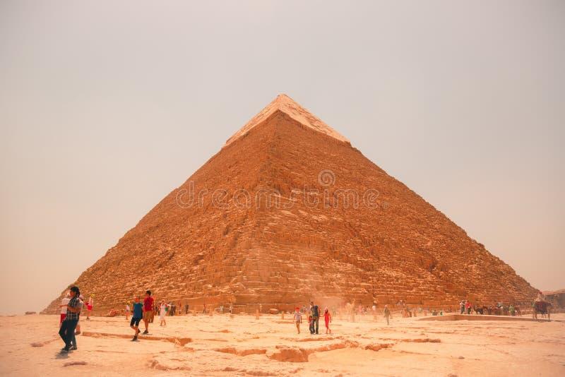 Egypten Kairo; Augusti 19, 2014 - de egyptiska pyramiderna i Kairo fotografering för bildbyråer