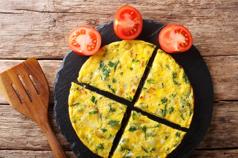Egyptian cuisine: omelet Igga with greens, onions and tomatoes c royalty free stock photo