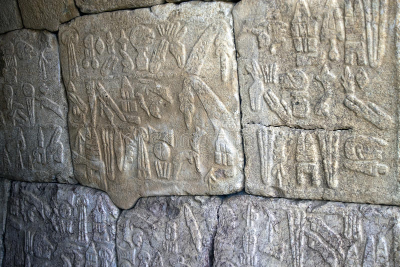 Egyptische hiërogliefen in Hattusa stock afbeeldingen