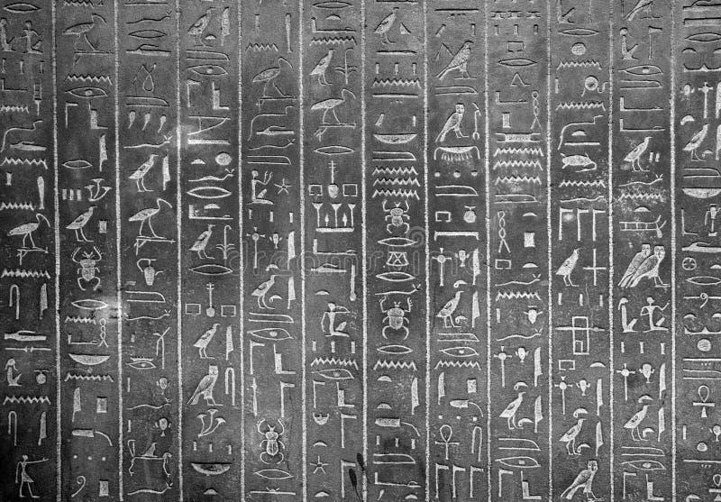 Egyptische hiërogliefen op muur stock afbeelding