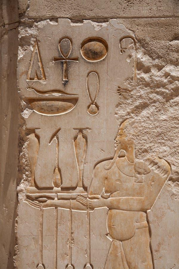 Egyptische Hiërogliefen: Tempel van Hatshepsut stock foto's