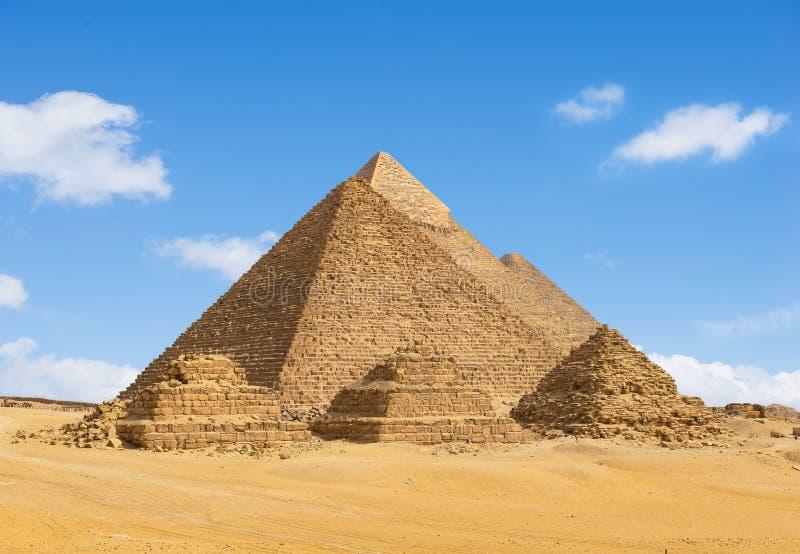 Egyptische piramides op een rij royalty-vrije stock afbeeldingen