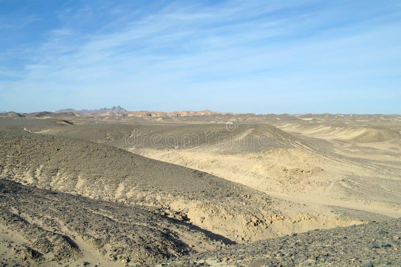 Egyptische woestijn en blauwe hemel stock foto