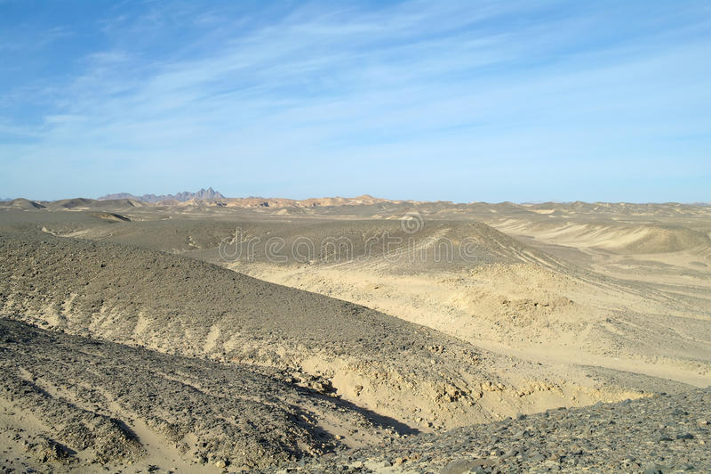 Egyptisk öken och blå himmel arkivfoto