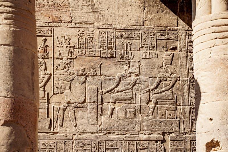 Egyptisk forntida hyeroglyphicsAswan tempel Philae arkivfoto