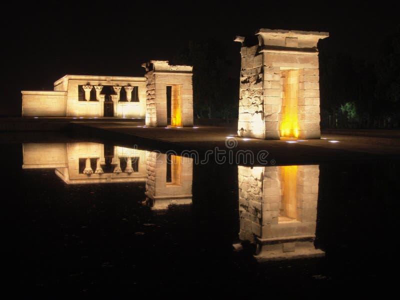 egyptisk natt skjutit tempel royaltyfri bild