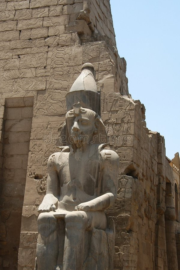egyptisk staty royaltyfria foton