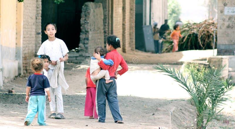 Egyptiska fattiga barn royaltyfri fotografi