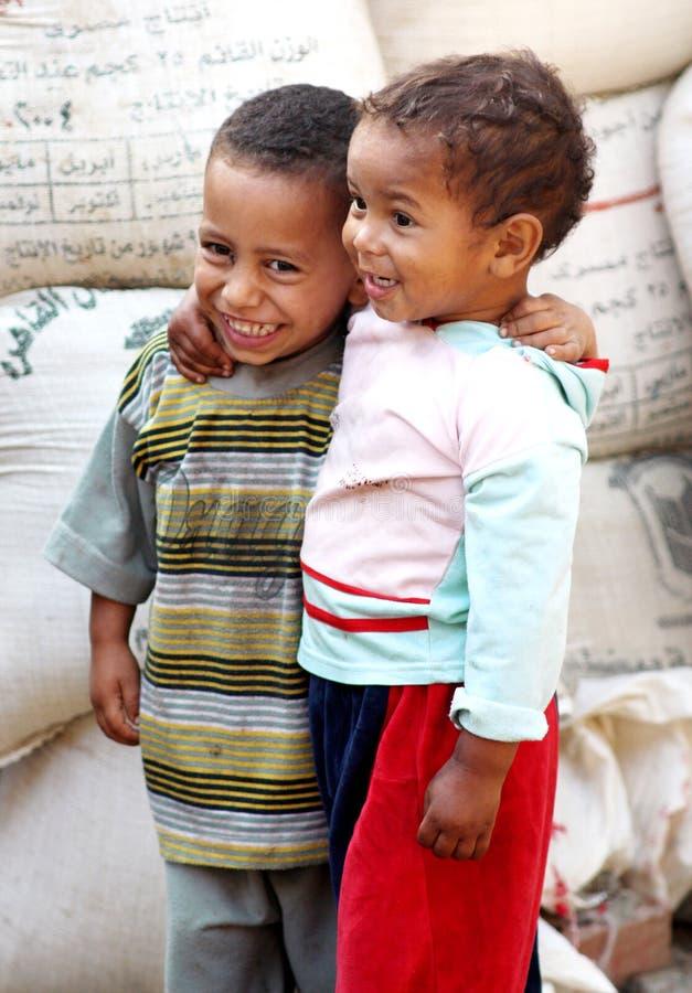 Egyptiska fattiga barn royaltyfri foto
