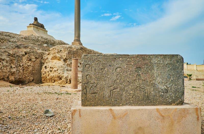 Egyptiska hieroglyf i Serapeum den arkeologiska platsen, Alexandria royaltyfria bilder