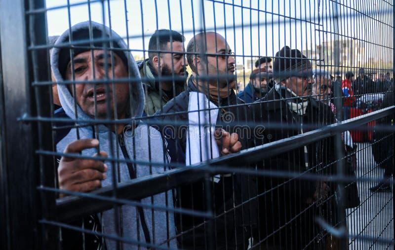 Egyptiska myndigheter öppnar den endast passagerarekorsningen mellan Gaza och Egypten i båda riktningar om igen i dag royaltyfri fotografi