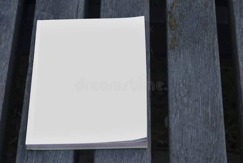 Egzaminów próbnych katalogi na ławce i magazyny obrazy stock