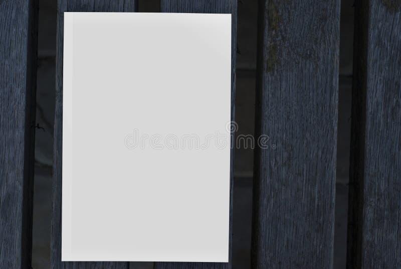 Egzaminów próbnych katalogi na ławce i magazyny obraz royalty free