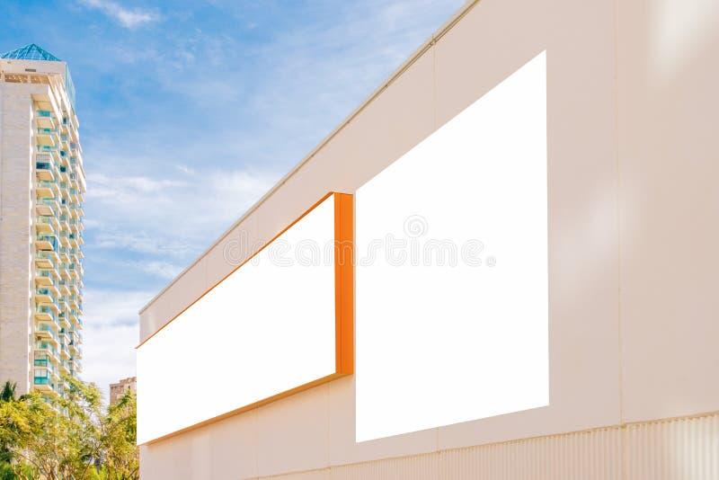 Egzamin próbny Up Dwa duży pusty billboard outdoors, plenerowa reklama, signboard na sklep ścianie obrazy royalty free