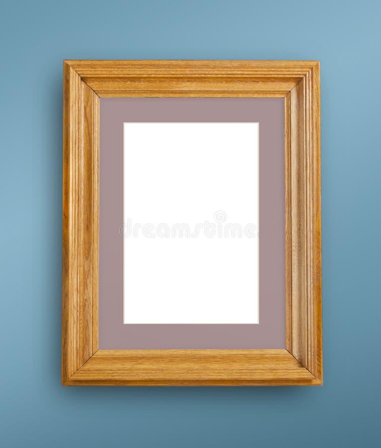 Egzamin próbny up pusta fotografii rama na błękit ścianie zdjęcia stock