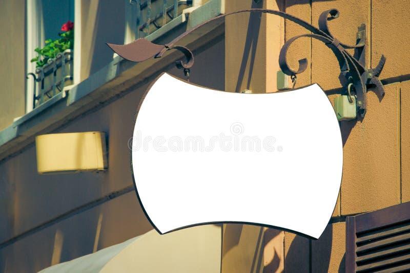 Egzamin próbny Up Pusty pusty signboard na klasycznej architektury budynku zdjęcie stock