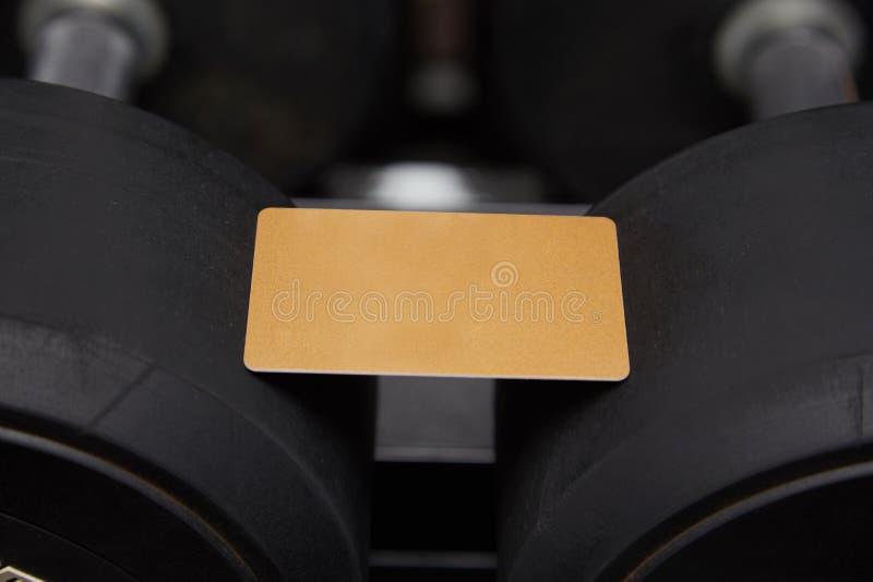 Egzamin próbny w górę złoto rabata karty dla sprawności fizycznej na sportowych towarów tle zdjęcie royalty free