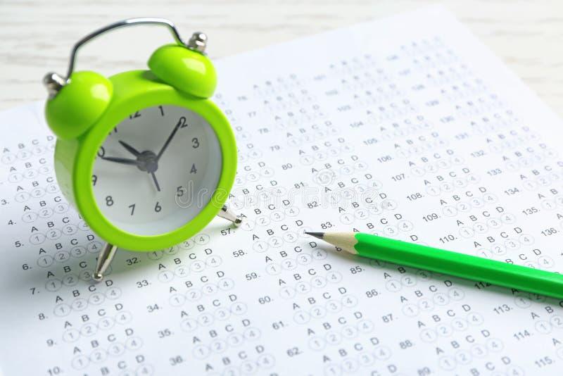 Egzaminu forma, ołówek i budzik, obrazy royalty free