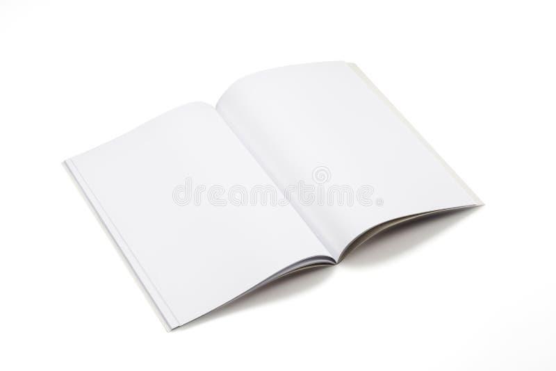 Egzaminu próbnego magazyny, książka lub katalog na bielu stołu tle, obraz stock