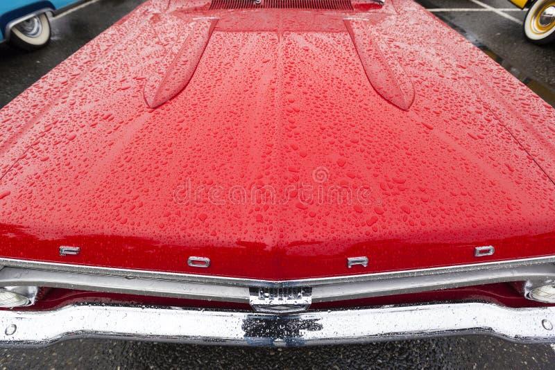 Egzotycznego rocznika klasyczny motorcar na pokazie na deszczowym dniu obraz stock