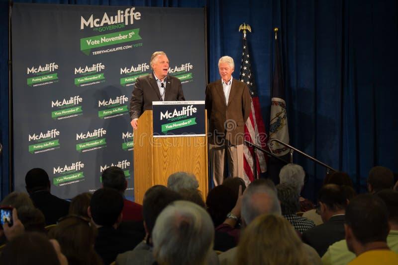 Ehemaliger Präsident Bill Clinton und Kandidat für Gouverneur für das Staat Virginia, Terry McAuliffe stockfotografie