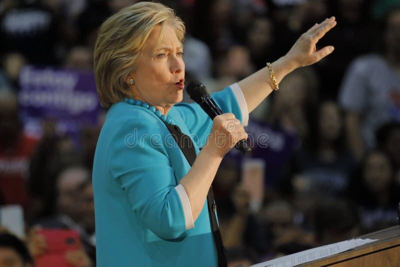 Ehemaliger Sekretär Hillary Clinton Campaigns für Präsidenten am Ost-Los Angeles-College Cinco de Mayo, 2016 lizenzfreies stockbild