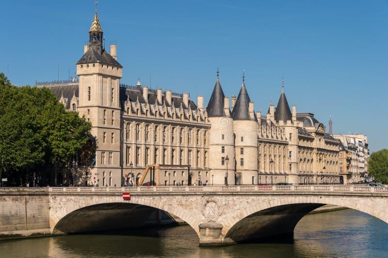 Ehemaliges königlicher Palast und Gefängnis La Conciergerie in Paris stockbild