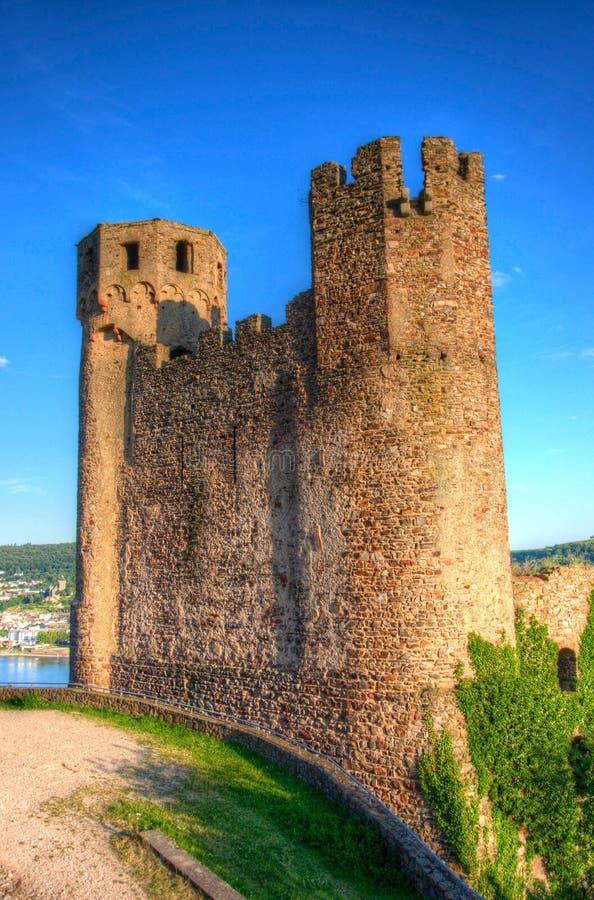 Ehrenfels城堡、城镇Ehrenfels莱茵河的在Ruedesheim附近和莱茵河畔宾根,黑森,德国 免版税库存图片