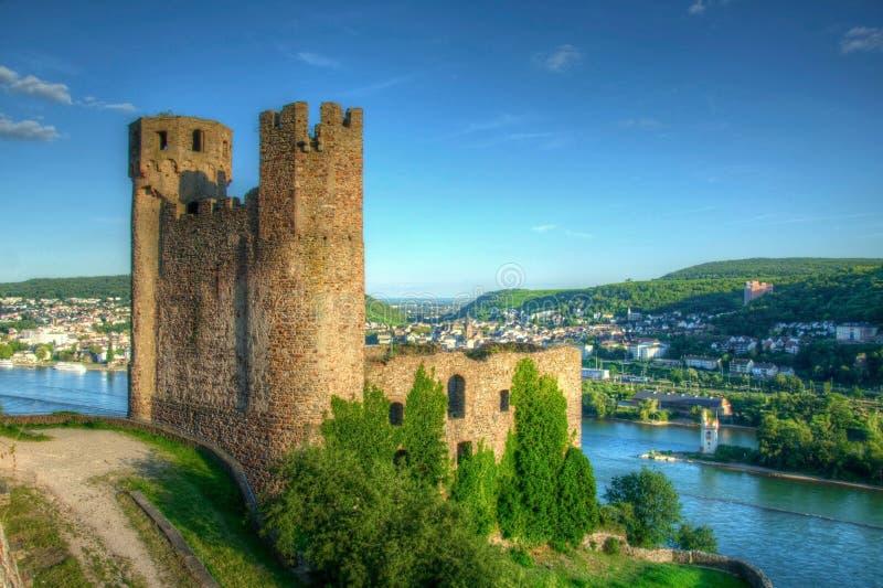Ehrenfels-Schloss, Burg Ehrenfels auf dem Rhein nahe Ruedesheim und Bingen morgens Rhein, Hessen, Deutschland lizenzfreie stockfotos