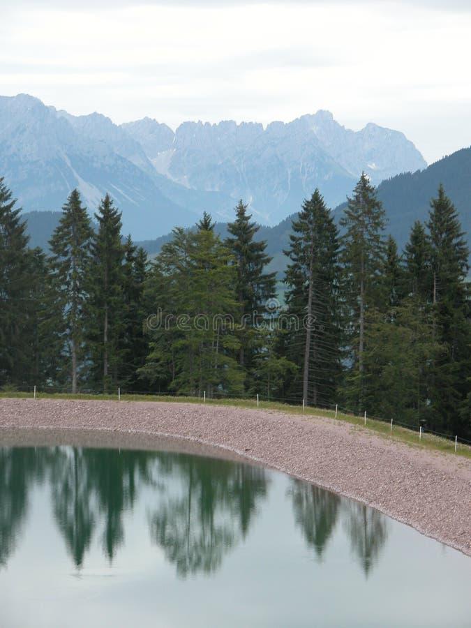 Ehrerbietung zu den Alpen lizenzfreies stockfoto
