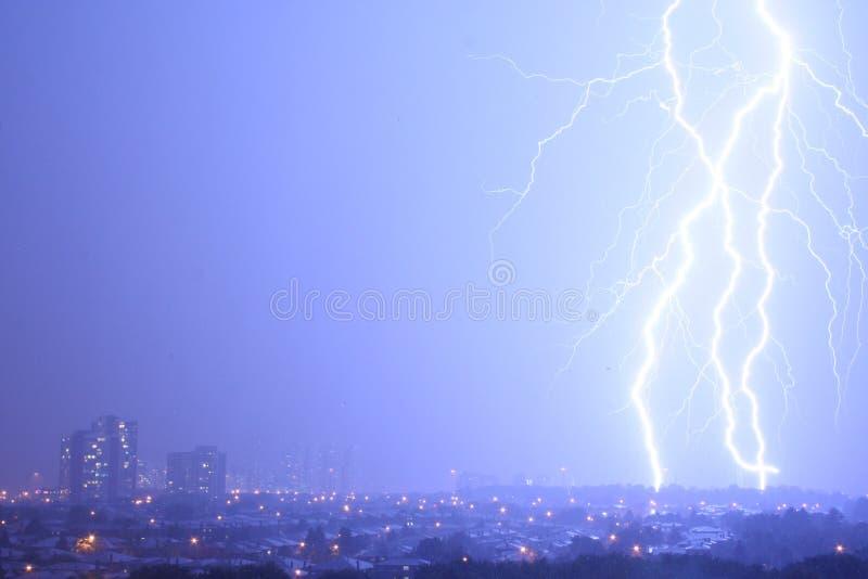 Ehrfürchtiger Blitz stockbild