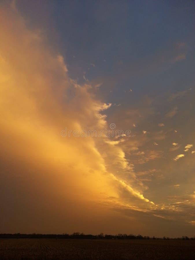 Ehrfürchtiger orange Sonnenuntergang lizenzfreie stockfotos