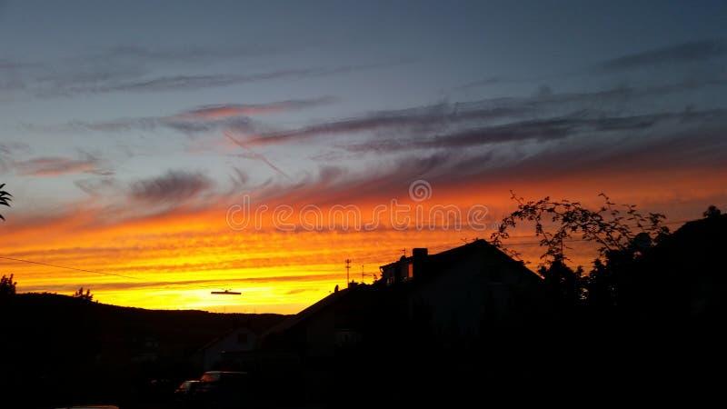 Ehrfürchtiger Sonnenuntergang stockbilder