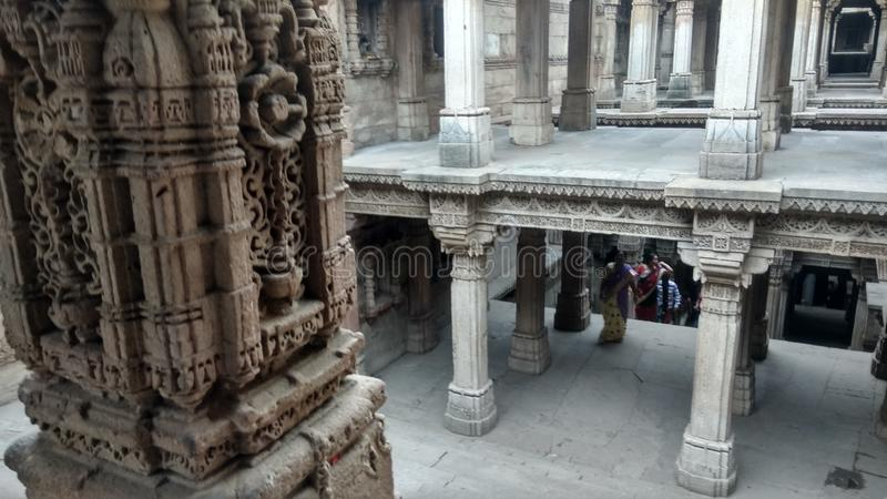 Ehrfürchtiges Steinmetzarbeit Ranis ki vav, Gujarat lizenzfreie stockfotografie