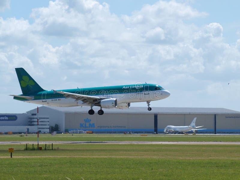 EI-CVA Aer Lingus Airbus A320 landing on the Buitenveldertbaan 09-27 landing strip royalty free stock photo