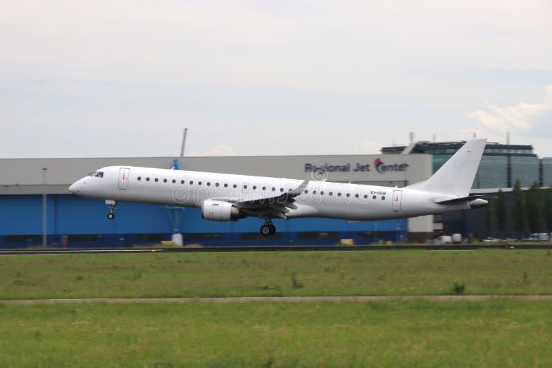 EI-GGB Stobart Air Embraer ERJ-195LR Aircraft vid Aalsmeerbaan 36R-18L vid Amsterdams flygplats Schiphol i Nederländerna royaltyfri fotografi