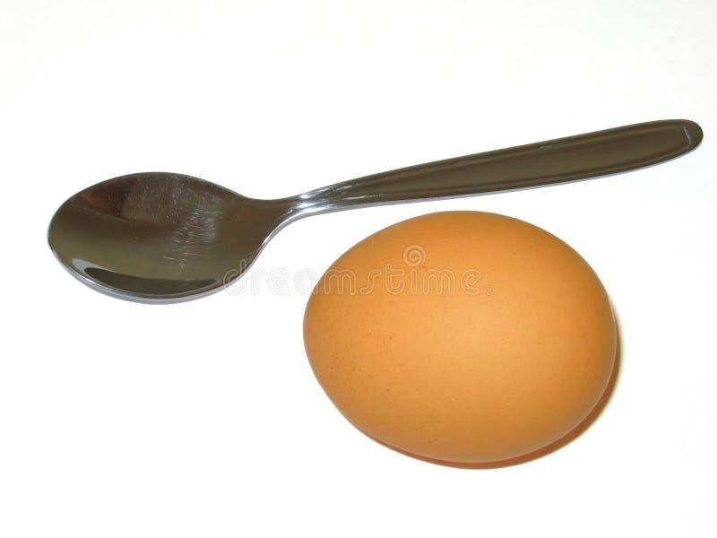 Ei und Löffel stockfotos