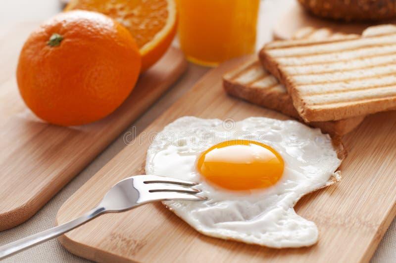 Ei zum Frühstück stockbild