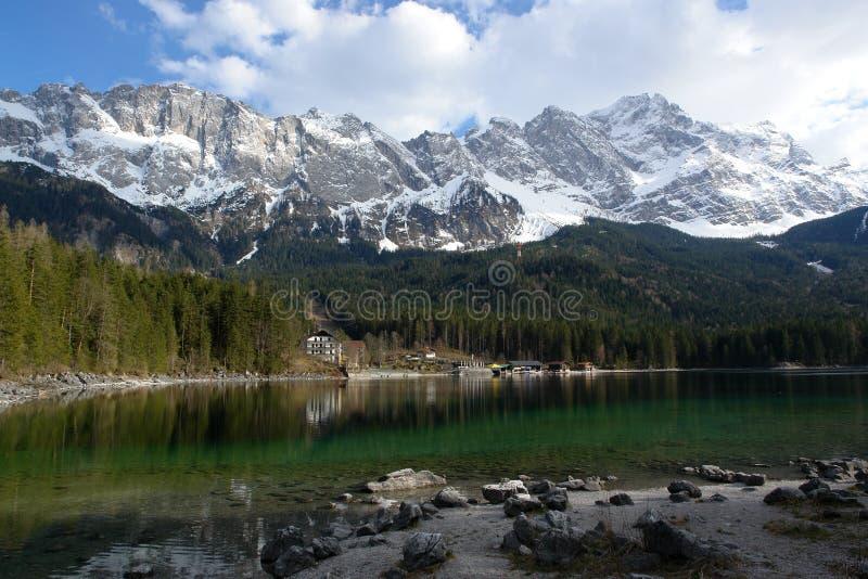 Eibsee e Zugspitze foto de stock