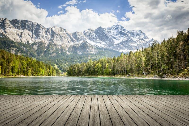 Download Eibsee Zugspitze stock de ilustración. Ilustración de recorrido - 42436798