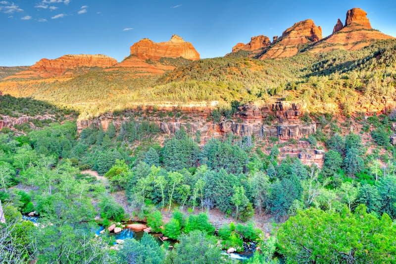Download Eichen-Nebenfluss stockfoto. Bild von landschaft, espe - 26351884