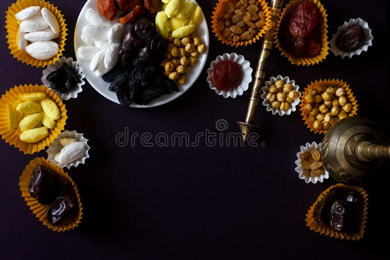 Eid Mubarak Diversos dulces iftar Celebración de Eid Al Adha Día de fiesta tradicional islámico Eid al-Fitr Mes el Ramadán del ac fotos de archivo libres de regalías