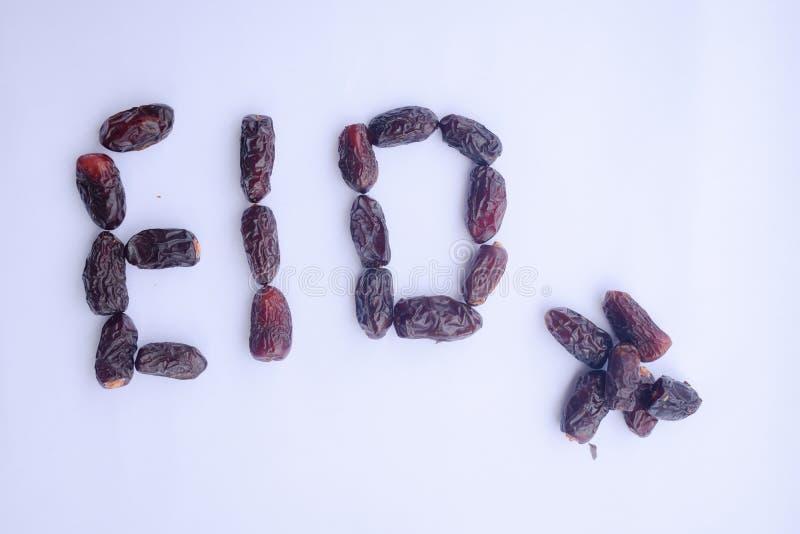Eid odizolowywa? na bia?ym tle Eid pisa? z datami lub daktylowej palmy owoc zdjęcia stock