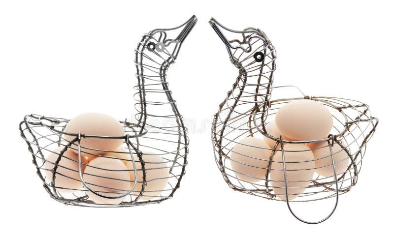 Eier auf Draht-Körben stockbilder