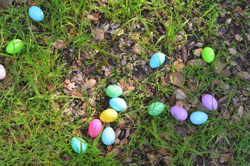 Eier auf einem Korb lizenzfreies stockfoto