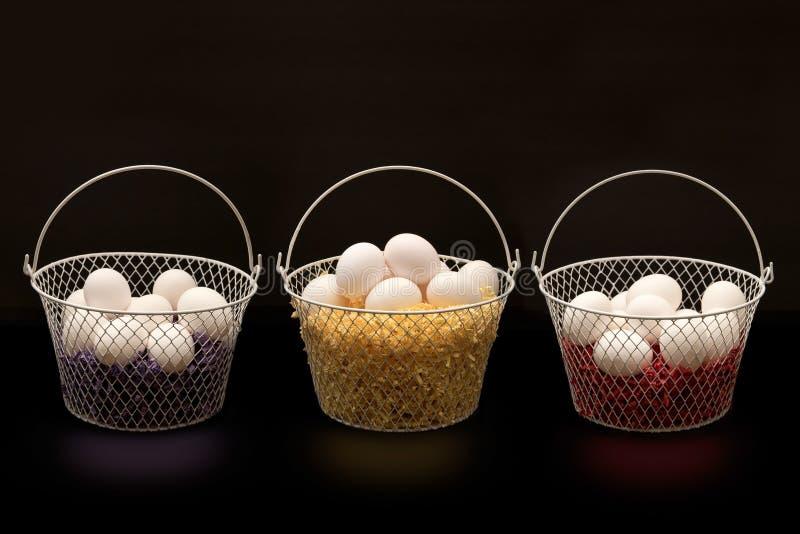 Eier in den Körben lizenzfreie stockfotografie